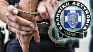Συνελήφθησαν δύο άνδρες στον Πύργο για ληστεία σε βάρος πεζού